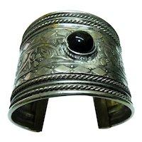 Vintage Wide Ethnic Arm Bangle set w/ Onyx Gemstone, Scrolled Decoration, H 5 cm
