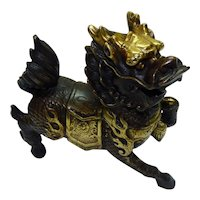 Quality Vintage Bronze 12K-Gold Gilted Fierce Chinese Foo Dog Statuette, H 14.3 cm