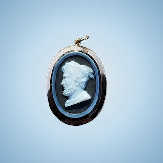 Museum quality William Tell portrait hardstone cameo pendant in 14kt rose gold