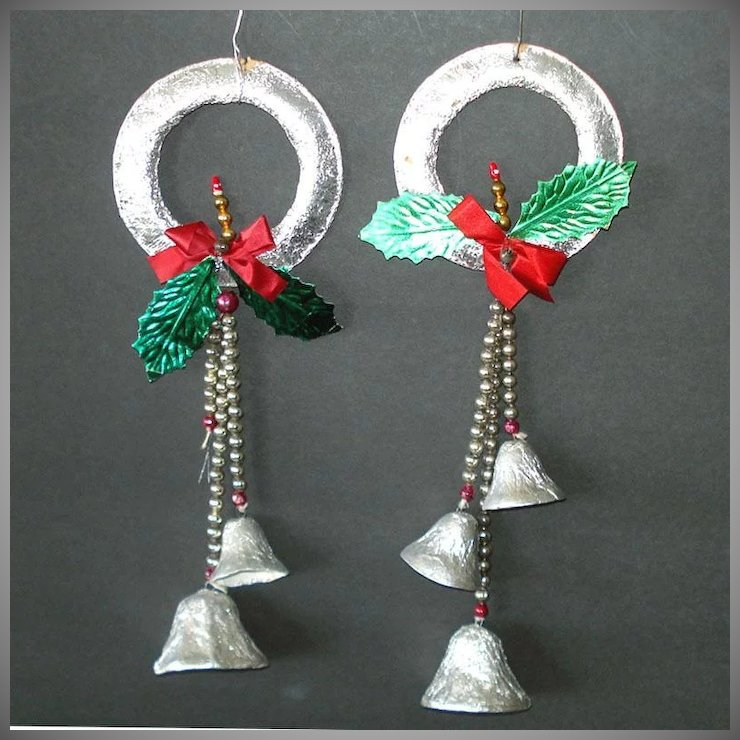 1950s Foil Glass Bead Bells Christmas Wreath