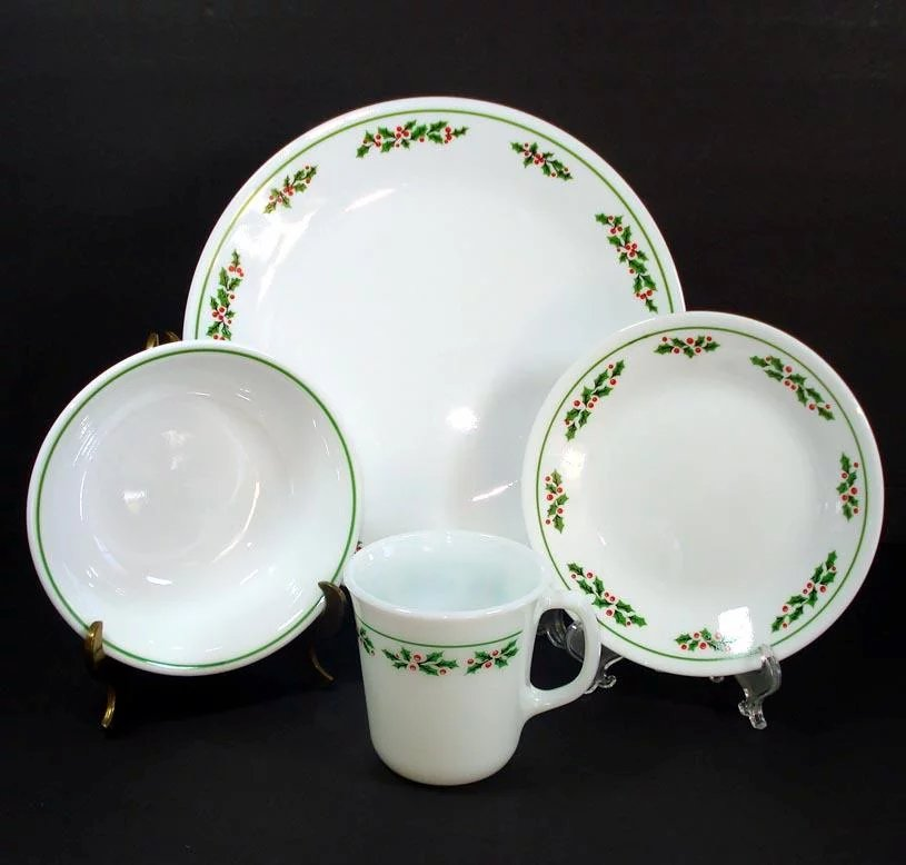 Corelle Holly Days Christmas 16 Piece Dinnerware Set In