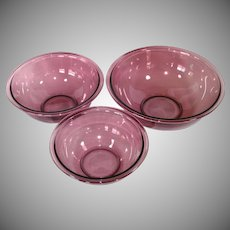 Pyrex Cranberry 3 Piece Mixing Nesting Bowls Set