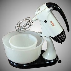 Sunbeam 1950s Electric Mixmaster Mixer With 2 Bowls