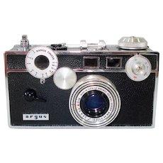 Argus C3 Rangefinder 35mm Camera in Leather Case 1955