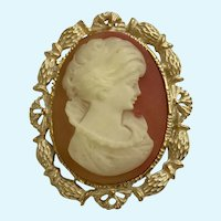 Woman Faux Cameo Brooch Pin pendant