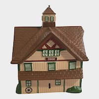 Figi's Gifts Collectable 2008 Peach and Green Barn Ceramic Trinket Box