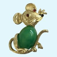 Little Mouse Gold-tone Faux Jade and Red Sparkle Rhinestone Eyes Pin