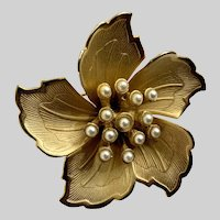 Vintage Gold-tone Faux Pearl Flower Brooch Pin
