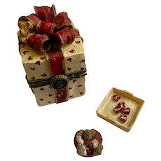 Boyds Bear and Friends Treasure Trinket Box #82071 Chester's Valentino Present