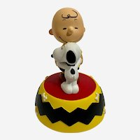 Snoopy Friends Forever #20734 Hugging Charlie Brown Music Box Peanuts Westland