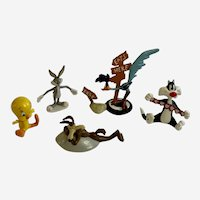 Warner Bros Tweety Sylvester Bugs Bunny Coyote Road Runner Plastic Animal Figures