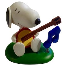 Rare Snoopy Discontinued Musical Banjo Playing Ultimate Snoopy Hand Painted Danbury Mint Miniature Figurine