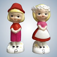 Dutch Boy & Girl Salt & Pepper Shakers Vintage Retro Couple Ceramic Figurine Made in Japan