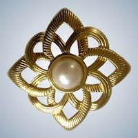 Vintage Brooch Pin Gold Tone Metal and Faux Pearl Costume Jewelry