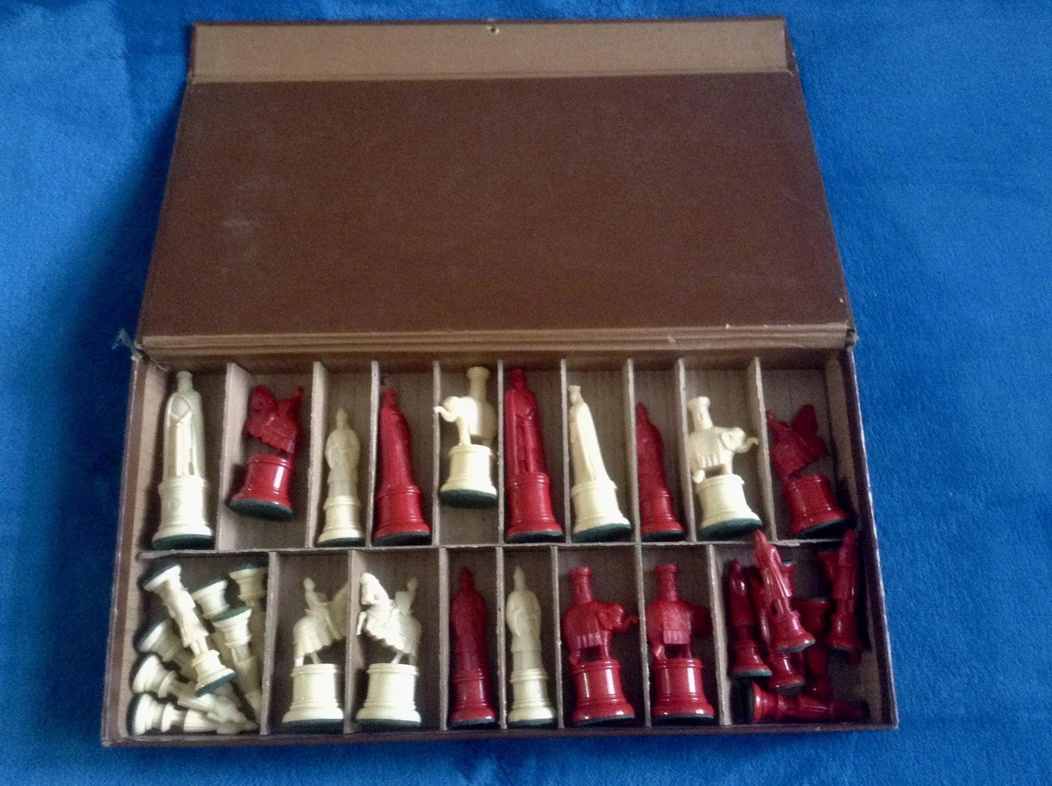 Vintage Gallant Knight Chess Set Rare Plastic Red And Ivory Color Cold