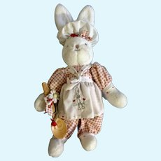 Hallmark Bunnies By The Bay Bunny Cakes 2002 Stuffed Plush Animal