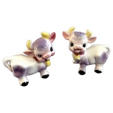 Vintage Purple Cow Adorable Happy Salt and Pepper Shakers Ceramic S & P Figurines