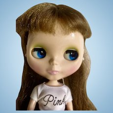 Discontinued Blythe 2002/2003 Takara Hasbro Golden Brown Hair Changing Eyes Shiny Complexion Blythe Logo