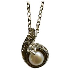 Cultured Pearl with Crystal Rhinestones on Silver-tone Setting Pendant on Silver-tone Chain Necklace 19-1/4""