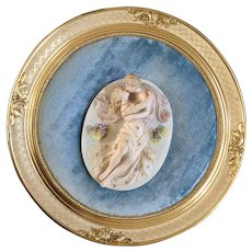 Beautiful Vintage Bisque Porcelain Courting Kissing Couple 3D Wall Plaque in Art Wood Gold Round Frame