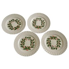 Scio Holly Berry Wreath / Ring Center Scalloped Dinner Plates 10-1/8 Inches Set of Four Christmas Dishes Japan