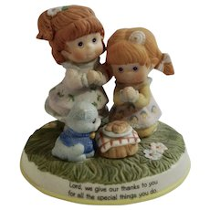 1989 Saying Grace Special Blessings TCFC Girls and Kitten Praying Over Lunch Adorable Bisque Figurine Cleveland Inc.