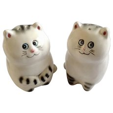 Lefton Smiling White Kitty Cat Faces Salt and Pepper Shakers Ceramic S&P Figurines #04442