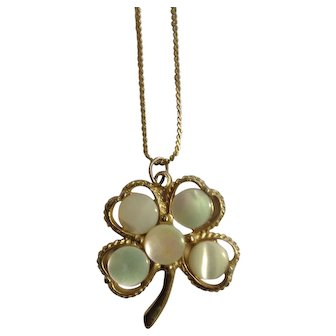 Vintage Four Leaf Clover With Bits of Mother Of Pearl Pendant on Gold-Tone Chain necklace Costume Jewelry