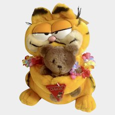 1981 Garfield The Cat Hawaii Holding Pooky Bear #31-0008 im Davis Plush Stuffed Animal By Dankin with Original Tag