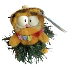 1981 Garfield The Cat Hawaii Hula Dancer With Straw Hat, Mini Expression Bags #03-9310 Jim Davis Plush Stuffed Animal By Dankin with Original Tag