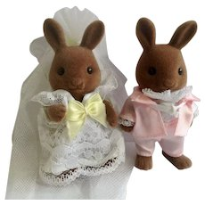 Vintage Calico Critters Epoch Anthropomorphic Rare Bunny Rabbits Wedding Bride and Groom Figurines Hickory & Lilly Windward Taiwan 1985