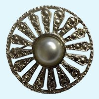 Silver-Tone and Faux Pearl Flower Medallion Brooch Pin Costume Jewelry 1-3/8""