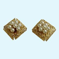 Vintage Clip-On Gold-Tone Bird Nest Earrings with faux Pearl Eggs