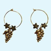 Beautiful Gold-tone Grape Cluster & Stars Pierced Earrings