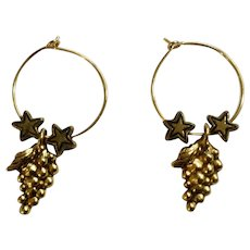 Beautiful Gold-tone Grape Cluster & Stars Pierced Earrings