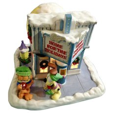 Garfield's Christmas Snow Village At The Movies Jim Davis Danbury Mint Porcelain Theater House 1994 Paws