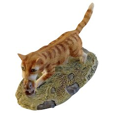 Lowell Davis RFD America Figurine Schmid / Border Fine Arts  225-299 Finders Keepers, Retired Tabby Kitty Cat Running Off With A Snapped Mouse on Mousetrap