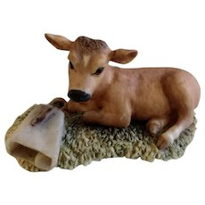Lowell Davis RFD America Figurine Schmid / Border Fine Arts, Baby Blossom 225-227 1981 Little Calf Laying Next to a Cow Bell