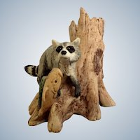 Lowell Davis Creek Bank Bandit Raccoon Stealing Fish Line #225-038 RFD America Figurine Schmid / Border Fine Arts Retired