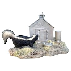 Lowell Davis RFD America Figurine Schmid / Border Fine Arts 225-246 Country Kitty, Retired, Skunk after Eggs Hand Signed By Artist