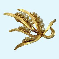 Beautiful Gold-Tone and Faux Pearl Brooch Pin