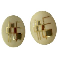 Vintage Design Cream Colored with Gold-tone Highlights Oval Shaped Plastic Clip-on Earrings