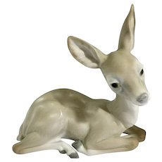 Lladro Deer Sitting Elegant #1064 Sculpted by Julio Fernandez Animal Figurine