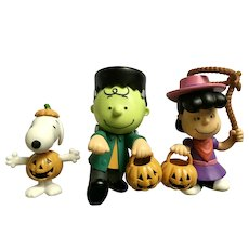 Halloween Peanuts Snoopy, Charlie Brown and Lucy Costume Trick or Treat Character Figurines