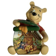 Disney Bradford Exchange Pooh's Birthstone May Birthday Winnie Bear Wall Plaque
