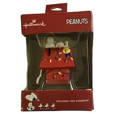 Peanuts Snoopy Doghouse Christmas Tree Ornament NIB Retired