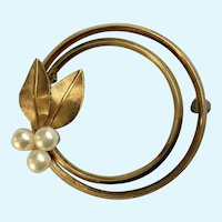 Krementz Brooch Pin Gold-tone Loops with Pearl Cluster and Leaves