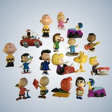 Peanuts Snoopy, Charlie Brown and the Gang Cartoon Character Figurines