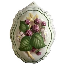 1986 Le Cordon Bleu Raspberries Kitchen Mold Porcelain Pottery Wall Decor