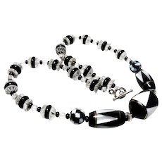 Deco Black and White Bead Necklace
